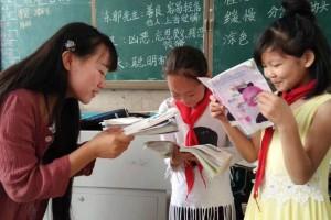 """湘西女教师发文背后:被""""扶贫""""""""检查""""拖延的乡村教学"""